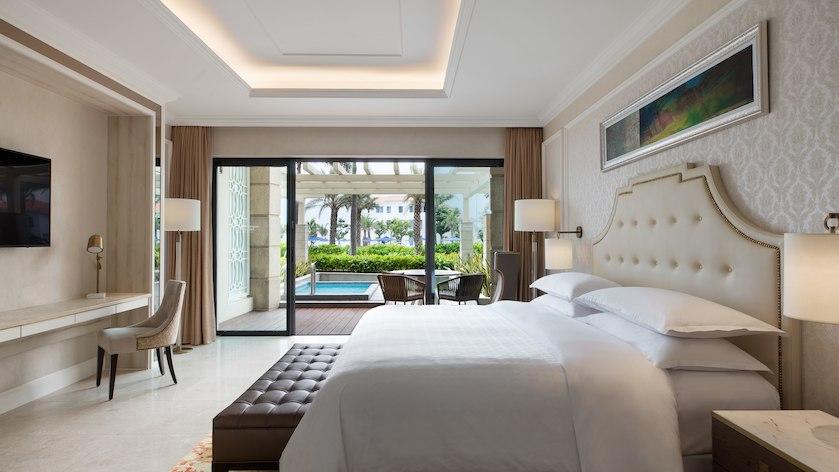 Phòng Deluxe hướng biển tại Sheraton Grand Resort Đà Nẵng
