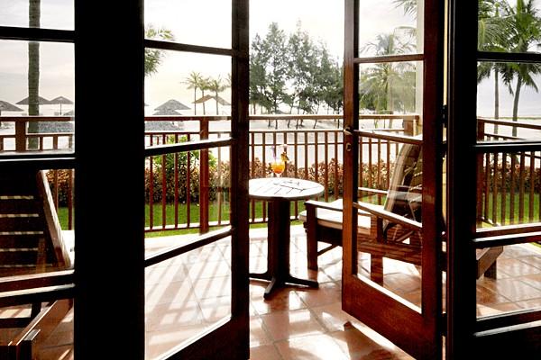 Phòng Ocean Suite hiện đại sang trọng nhất tại Furama Đà Nẵng