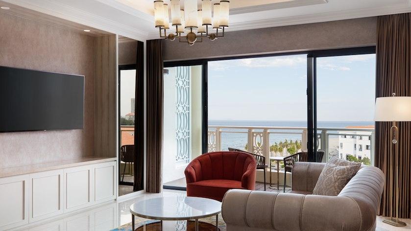 Phòng Suite cho tuần trăng mật tại Sheraton Resort Đà Nẵng