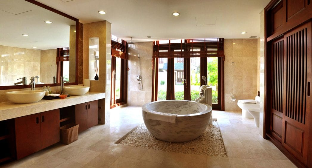Phòng tắm tại căn biệt thự hướng biển Furama Đà Nẵng