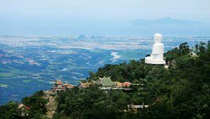 Nét đẹp uy nghiêm, sừng sững của tượng Phật tại chùa Linh Ứng Bà Nà Hills