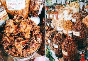 Đặc sản mực rim me, bò khô,.... rất hấp dẫn tại chợ Cồn