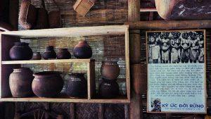 Đồ dùng sinh hoạt thời xưa của người dân tộc thiểu số tại bảo tàng Đồng Đình