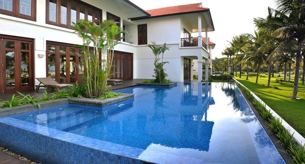 Hồ bơi tịa Beachfront Villa Furama Đà Nẵng