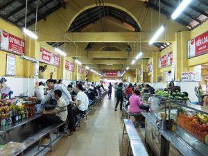 Thưởng thức khu ẩm thực trong nhà của chợ Cồn Đà Nẵng