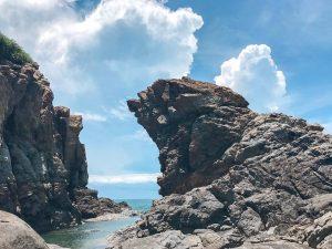 Mỏm đá hình sư tử biển tại Hòn Nghê