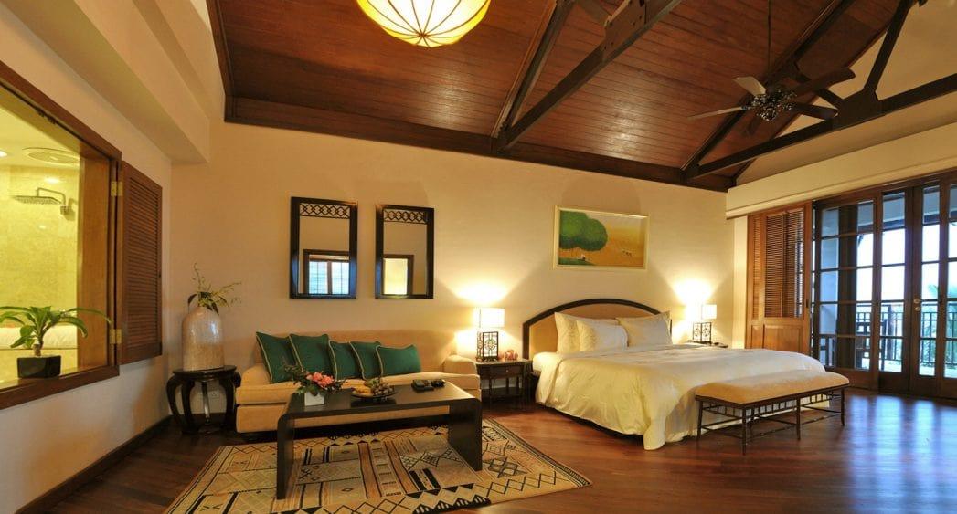 Không gian phòng ngủ Ocean Suite của Furama Resort Đà Nẵng