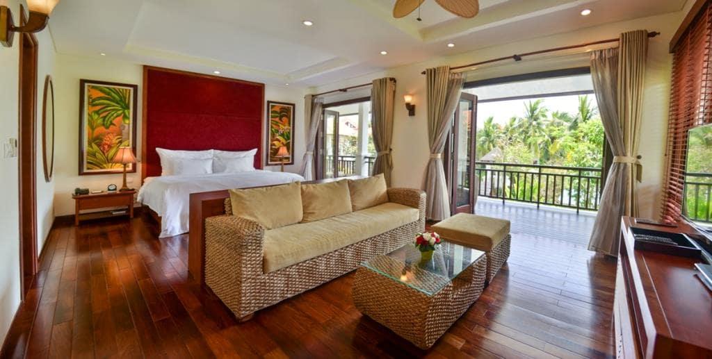 Phòng ngủ view vườn tại Villa Furama Đà Nẵng