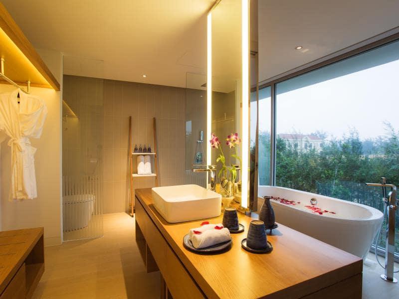 Phòng tắm đẳng cấp của Villa Naman Đà Nẵng