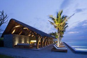 Sitini Pool Bar tại khu nghỉ dưỡng Naman