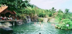 Vui chơi, tắm suối tại suối Hoa Đà Nẵng