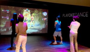 Tập nhảy với trò Playoke tại khu vui chơi trong nhà Vinpearl Land Nam Hội An