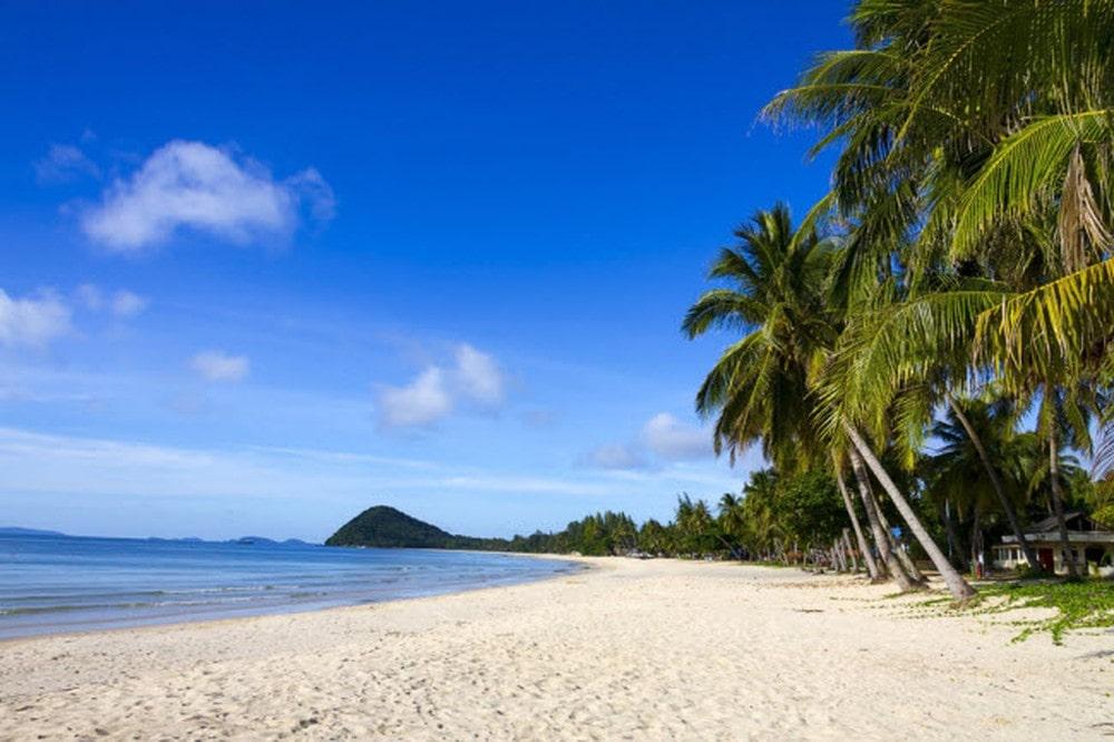 Hòa mình vào bãi biển mát mẻ và tháng 5, 6 khi du lịch Đà Nẵng