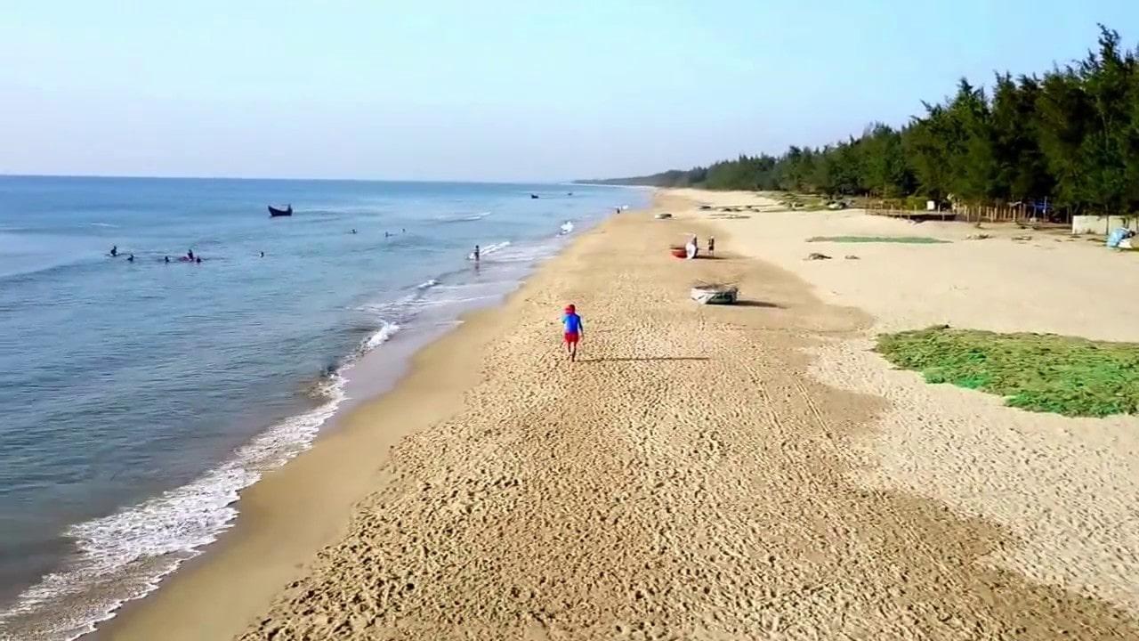 Bãi biển Hà Mỹ nằm về phía nam Naman Resort Đà Nẵng