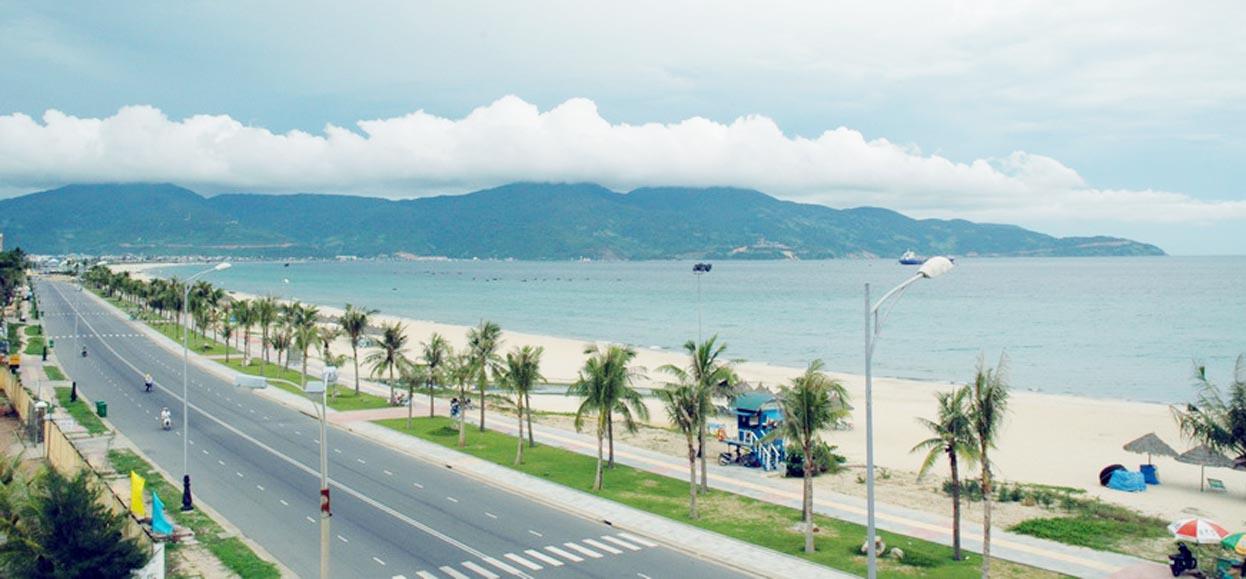 Bãi biển Mỹ An nằm về phía bắc Naman Resort Đà Nẵng