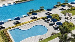 Bể bơi vô cực và bể bơi dành cho trẻ em tại khu nghỉ dưỡng Sheraton Đà Nẵng