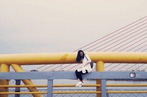 Cây cầu đi bộ thường được nhiều bạn trẻ check in