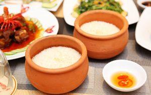 Cảm nhận hương vị thôn quê với món cơm niêu tại nhà hàng Nhà Đỏ Đà Nẵng