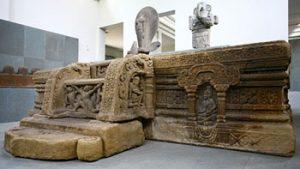 Đài thờ Mỹ Sơn E1 với được điêu khắc tinh xảo tại phòng Đông Dương