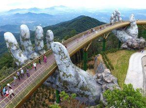 Cầu Vàng tại Bà Nà Hills thu hút nhiều bạn trẻ check in