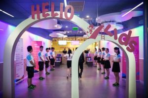 Đội ngũ nhân viên nhiệt tình và thân thiện tại khu vui chơi Helio Kids Đà Nẵng