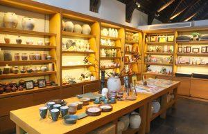 Không gian nghệ thuật và đồ lưu niệm tại Boutik Shop Naman Retreat Đà Nẵng