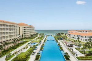 Khu nghỉ dưỡng Sheraton Đà Nẵng với hồ bơi vô cực trải dài