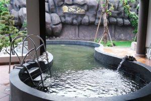 Tận hưởng cảm giác thư giãn khi hòa mình vào những bồn tắm nước khoáng để cải thiện sức khỏe tại Núi Thần Tài Đà Nẵng