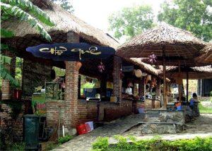 Khu chợ Quê với nhiều món ăn dân dã dành cho du khách tại suối Lương
