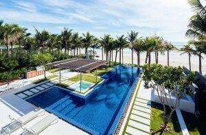 Thiết kế hồ bơi và thiên nhiên xanh mát bao quanh Villa A