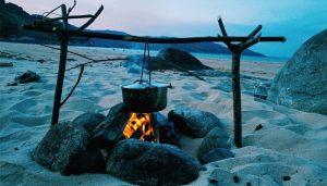 Đốt lửa trại, ăn uống là những trải nghiệm thú vị tại Làng Vân Đà Nẵng