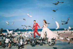 Bãi biển Phạm Văn Đồng Đà Nẵng là một trong những địa điểm đẹp cho các cặp đôi chụp ảnh cưới