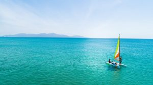 Các hoạt động dưới nước như chèo thuyền Kayak rất được ưa chuộng tại Sheraton Đà Nẵng