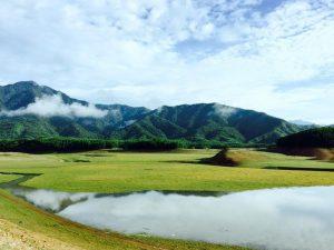Vẻ đẹp tại Hồ Hòa Trung chắc chắn sẽ làm bạn ngất ngây khi đến du lịch tại nơi đây