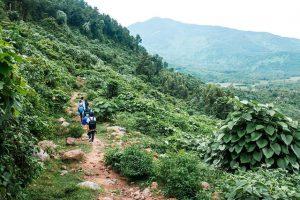 Làng Vân nằm ở chân đèo Hải Vân, tách biệt với cuộc sống ồn ào, náo nhiệt của thành phố Đà Nẵng