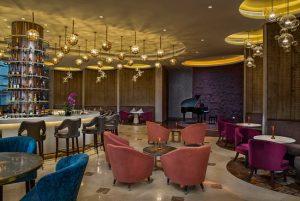 Không gian lung linh dưới ánh đèn của Mix Bar tại khu nghỉ dưỡng Sheraton Đà Nẵng
