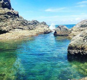 Nước tại Mũi Nghê Đà Nẵng rất trong và xanh