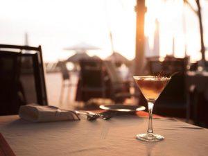 Thưởng thức ẩm thực và nhâm nhi ly cà phê, ngắm thiên nhiên biển cả là một trải nghiệm lý tưởng tại nhà hàng La Plage