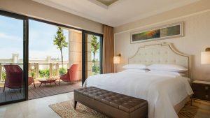 Không gian nghỉ ngơi rộng rãi, thoáng đãng của căn phòng Family Suite Sheraton Đà Nẵng