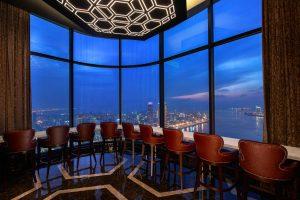 Cùng ngắm nhìn thành phố từ trên cao và tận hưởng không gian dành cho riêng mình