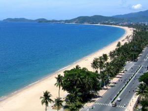 Bãi biển xanh ngát bao la