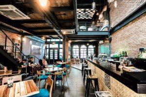 Không gian độc, lạ tại quán cà phê Retro Chicken & Bar ở Đà nẵng