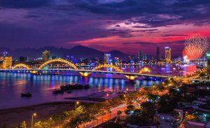 Cầu Rồng tuyệt đẹp khi thành phố lên đèn