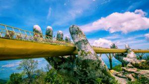 Cây cầu vàng như một giải lụa giữa trời