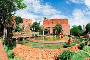 Điểm nhấn tại làng Gốm Thanh Hà là Công viên đất nung