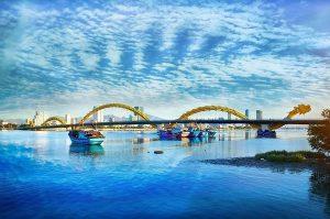 Cầu Rồng mang hình dáng hiên ngang phun nước, phun lửa đặc biệt ở Đà Nẵng