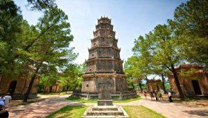 Cầu an tại chùa Thiên Mụ rất linh thiêng khi du lịch bụi Huế