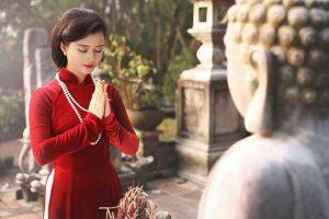 Ăn mặc lịch sự, kín đáo khi đến các địa điểm tâm linh tại Đà Nẵng