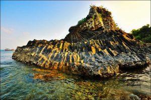 Những tảng đá xếp chồng độc đáo tại Ghềnh Bàng Đà Nẵng