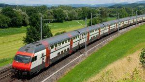 Bạn có thể ngắm phong cảnh hữu tình khi đi bằng tàu hỏa